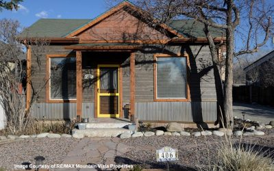 Newly Remodeled 3 Bed Home – Right in Town!